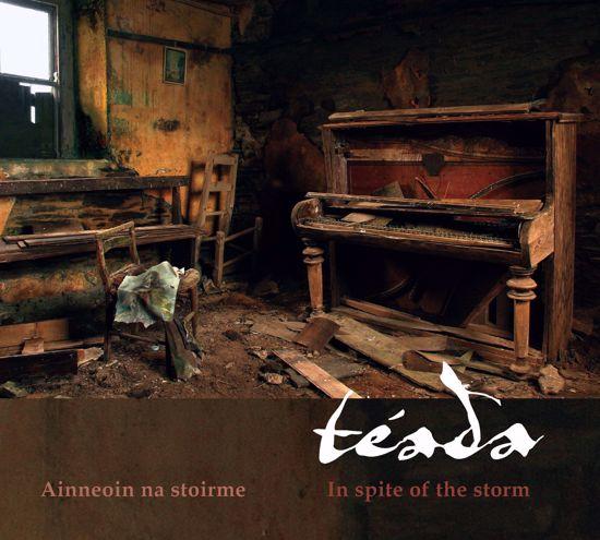 Grianghraf de Ainneoin na stoirme: In spite of the storm